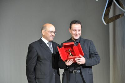 http://www.jeunestunisiens.com/upl/raja_farhat.JPG